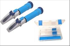 2x refraktometr,Cukroměr a lihoměr,celý průběh kvašení-XM - TOP PRODUKT.Cenově výhodný PROFESIONÁLNÍCH refraktometrů pro přípravu destilátu. Obsahuje 1x refraktometr na kvas RHX32-MS Saphire a 1x refraktometr lihoměr REF80M Saphire, to vše v jednom praktickém kufříku.  Sada obsahuje nový model cukroměru s kalibrovatelnými necukry.